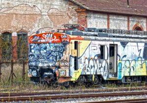 Graffiti Vandalismus am Zug